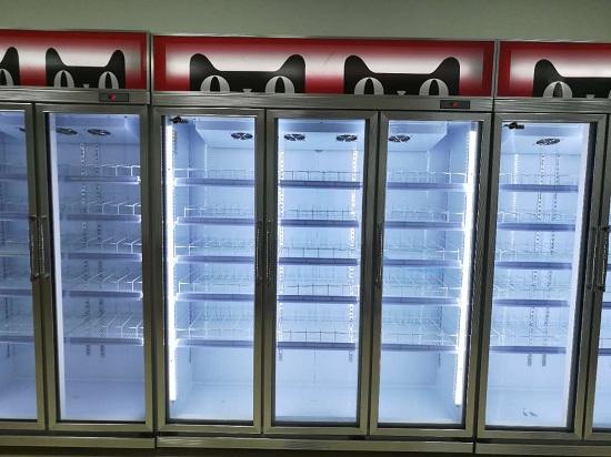 超市定制天猫LOGO饮料展示柜实拍