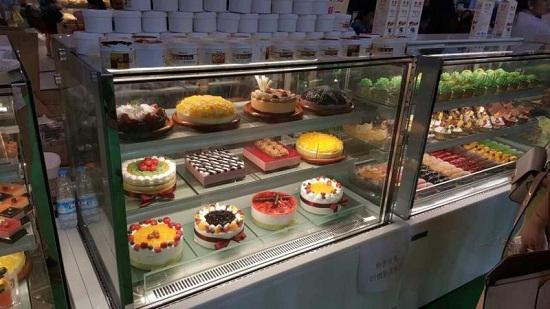 客户直角蛋糕柜实拍2