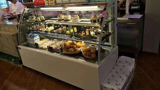 客户圆弧蛋糕柜实拍3