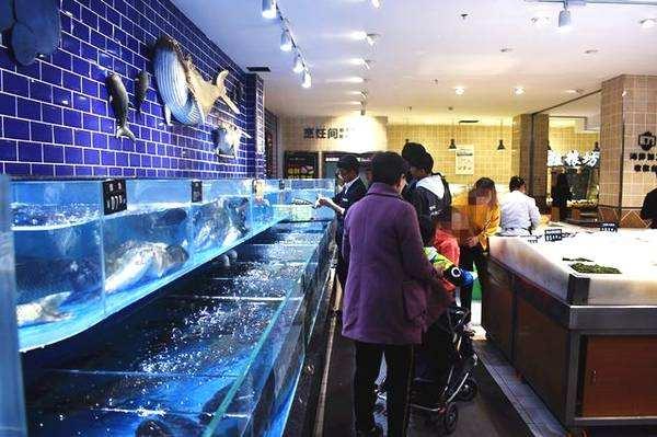 客户生鲜超市海鲜池实拍