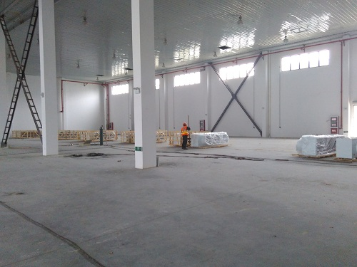 正在建造中的大型物流阴凉库