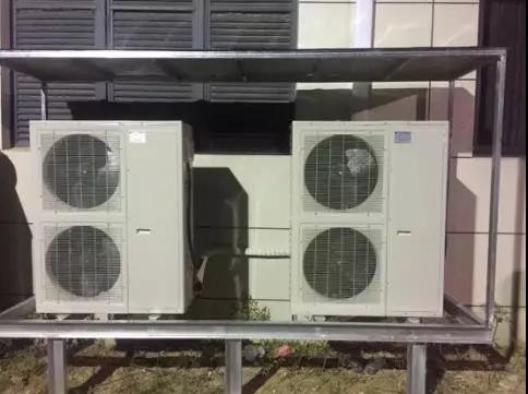 两台谷轮风冷压缩机组一备一用
