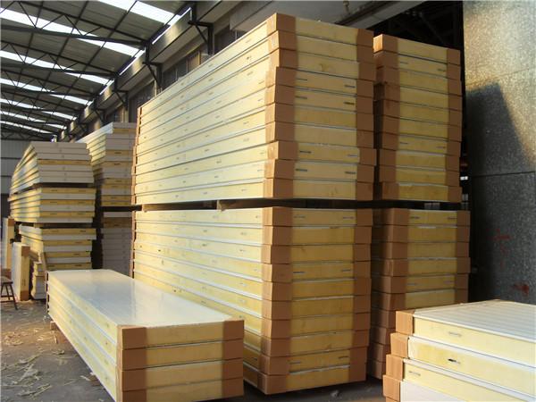 图为建造水果保鲜库使用的保温库板
