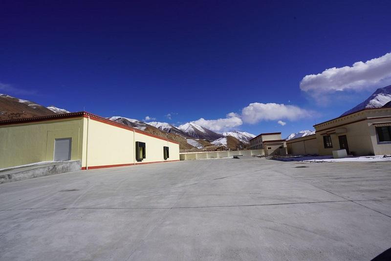 湛蓝的天空、洁白的云朵,西藏昌都冷库外景实拍