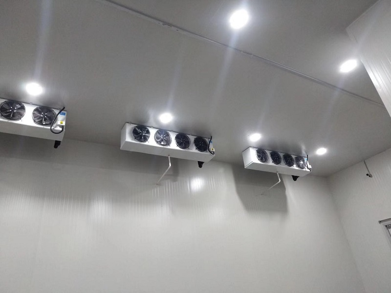 图为美团快驴生鲜电商冷库内部冷风机